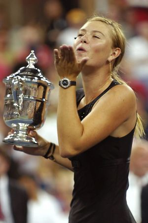 SharapovaWithTrophy.jpg